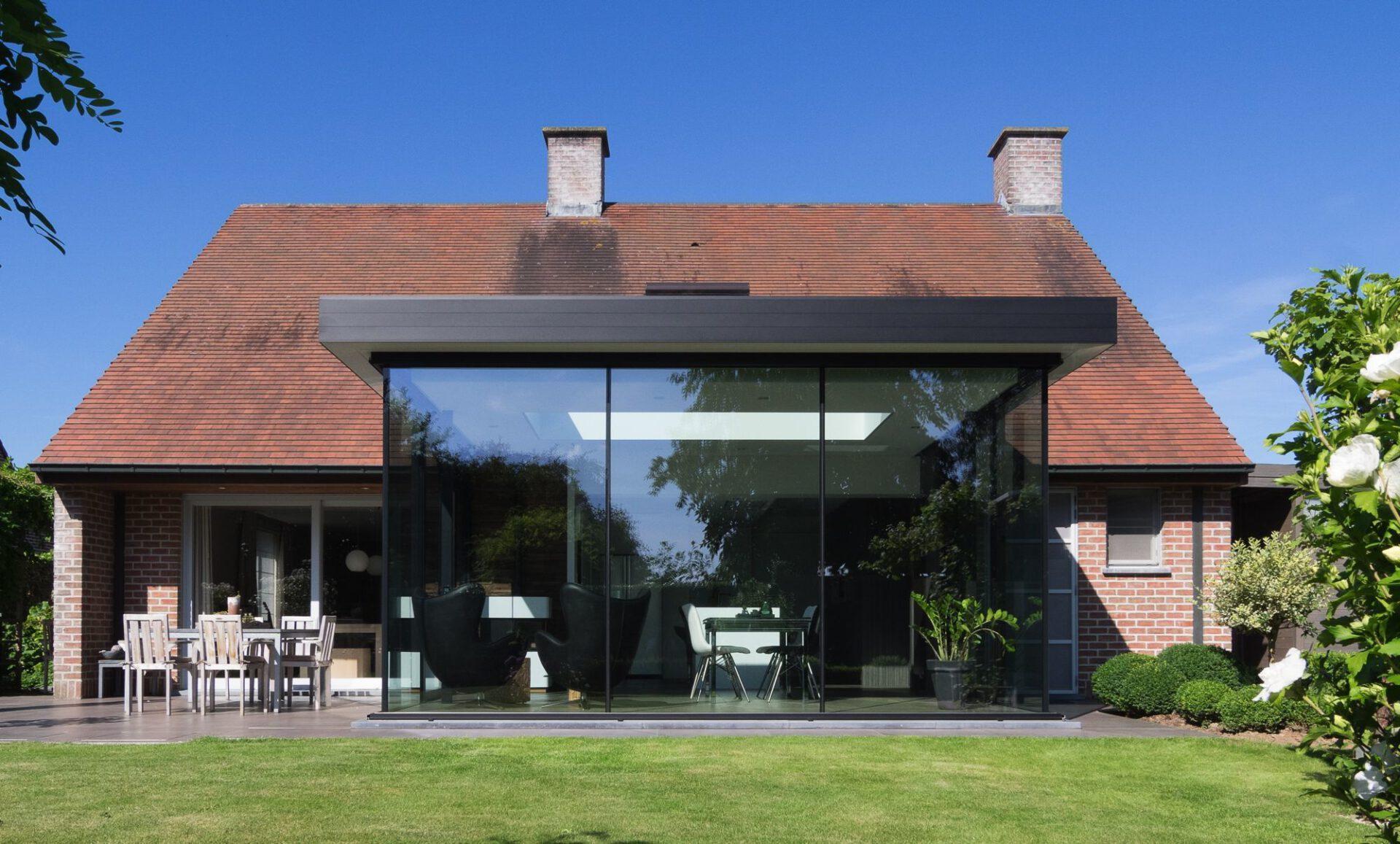 Izegem modern met keuken en eetplaats 7